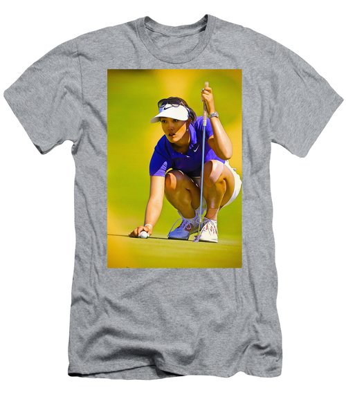 Michelle Wie Lines Up Her Putt  Men's T-Shirt (Athletic Fit)