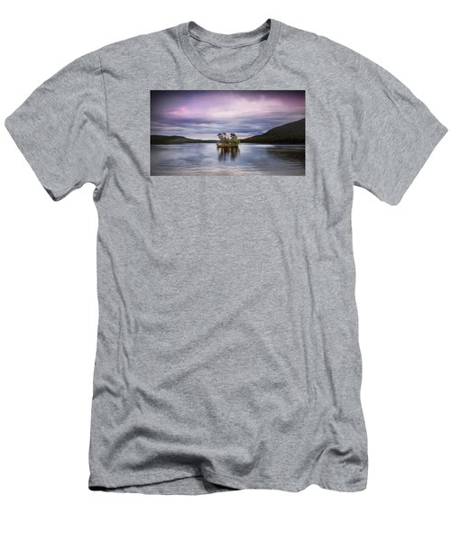 Moose Pond Maine Men's T-Shirt (Athletic Fit)