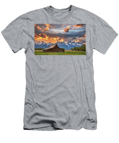 Moulton Barn Sunset Fire Men's T-Shirt (Athletic Fit)