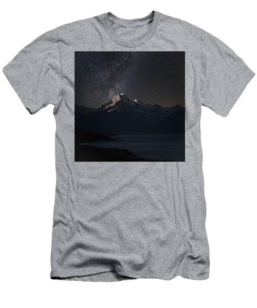 Mount Cook And Lake Pukaki At Night Men's T-Shirt (Athletic Fit)