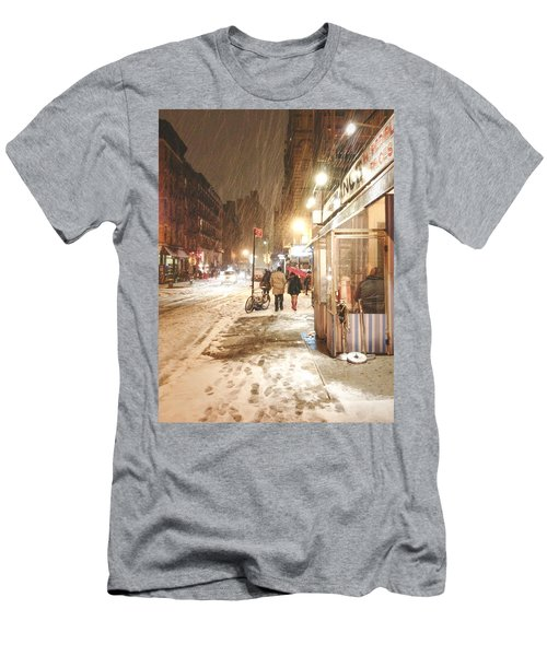 New York City - Winter Night - Snow In The City Men's T-Shirt (Athletic Fit)