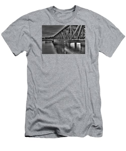Newburyport Train Trestle Bw Men's T-Shirt (Athletic Fit)