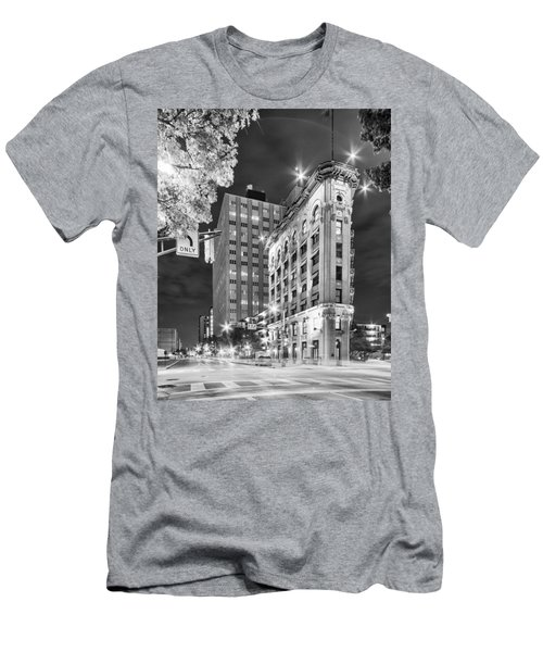 Night Photograph Of The Flatiron Or Saunders Triangle Building - Downtown Fort Worth - Texas Men's T-Shirt (Athletic Fit)