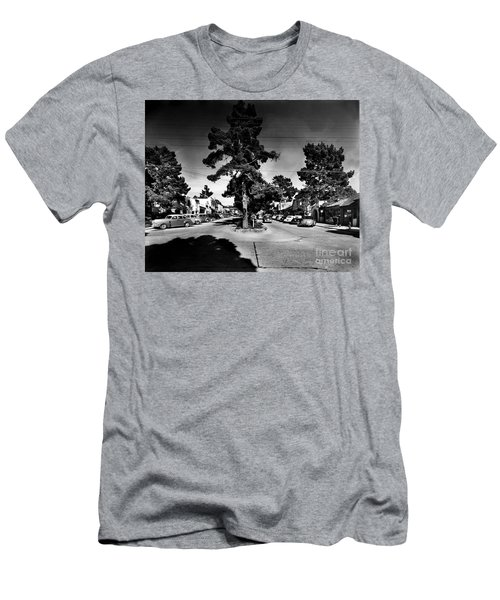Ocean Avenue At Lincoln St - Carmel-by-the-sea, Ca Cirrca 1941 Men's T-Shirt (Athletic Fit)