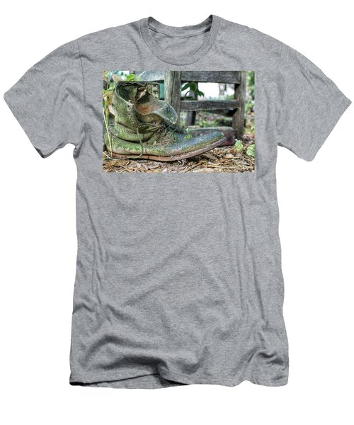 Old Boot Men's T-Shirt (Athletic Fit)