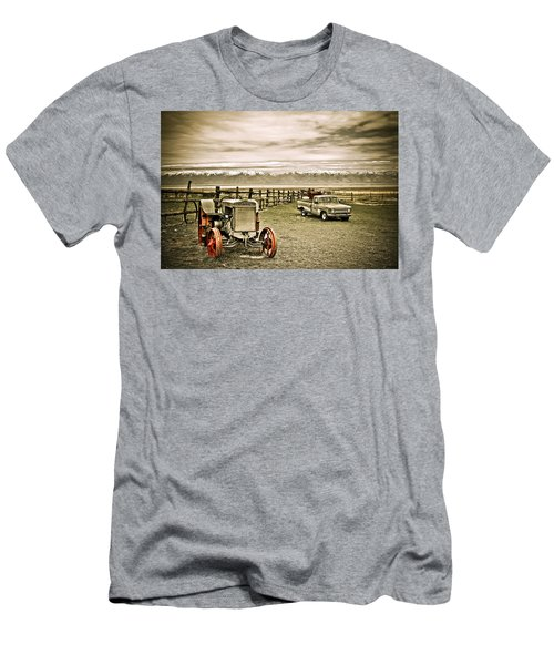 Old Case Tractor Men's T-Shirt (Athletic Fit)