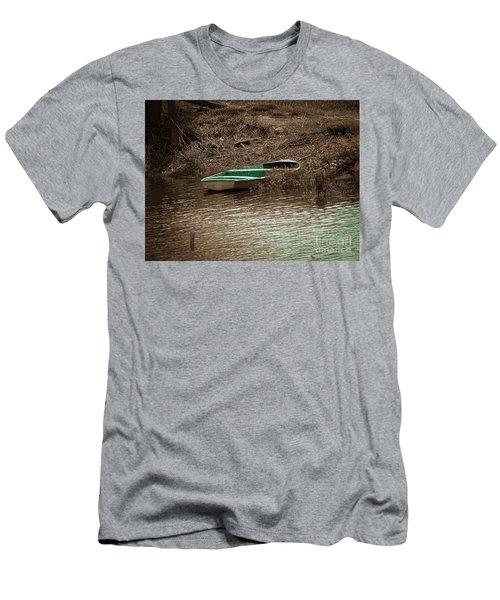 Old Skiff Men's T-Shirt (Athletic Fit)