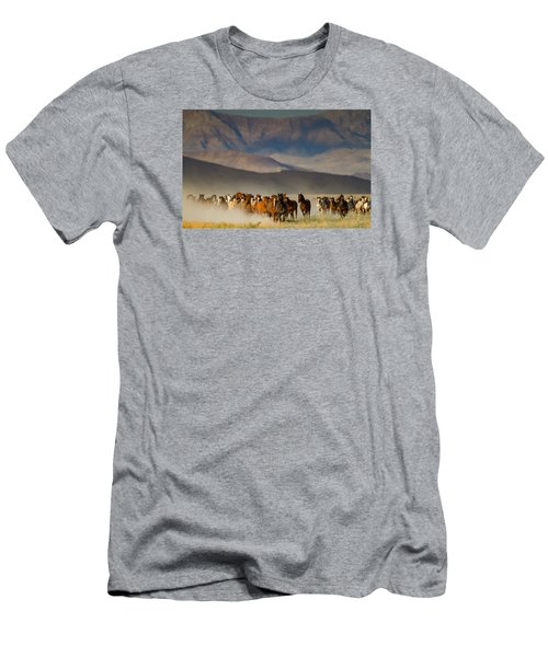 On The Move Men's T-Shirt (Athletic Fit)