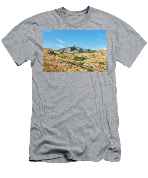 Pearl Peeking Men's T-Shirt (Athletic Fit)