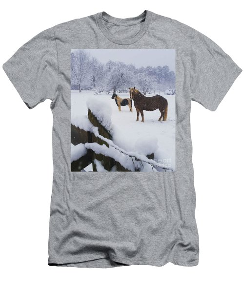 Playing In The Snow Men's T-Shirt (Athletic Fit)