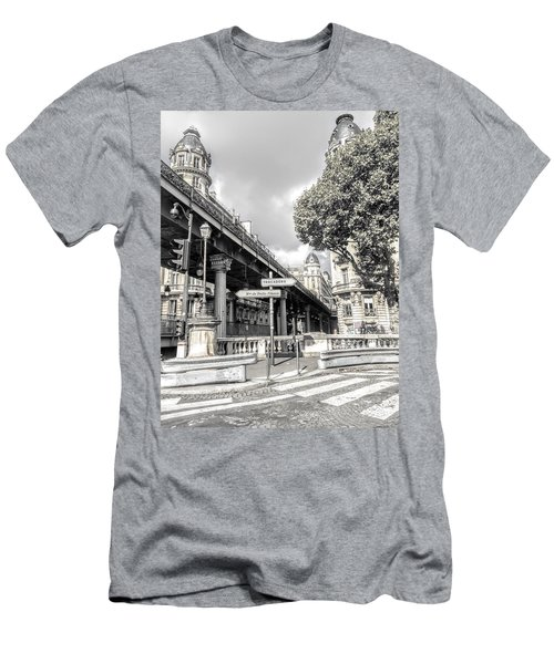 Pont De Bir-hakeim, Paris, France Men's T-Shirt (Athletic Fit)