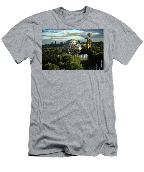 Queens New York City - Unisphere Men's T-Shirt (Athletic Fit)