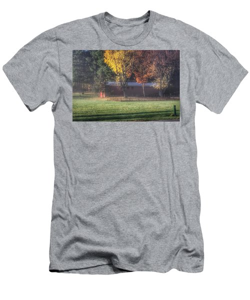 0041 - Red Barn On A Foggy Fall Morning Men's T-Shirt (Athletic Fit)