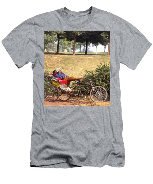 Rickshaw Rider Relaxing Men's T-Shirt (Athletic Fit)