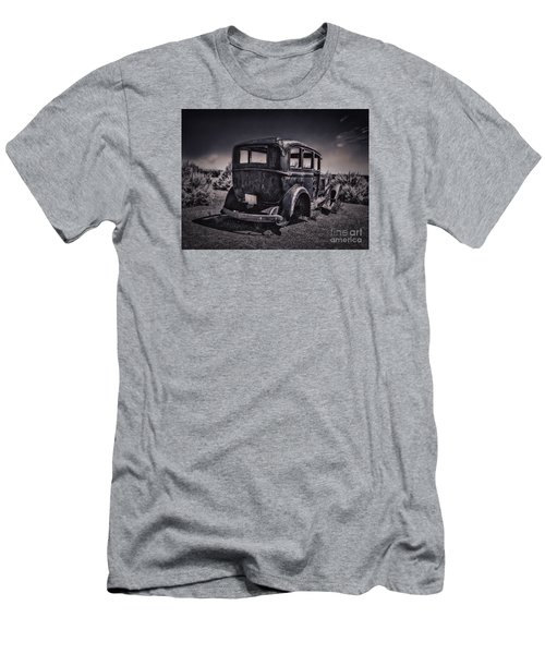 Route 66 Remembered  ... Men's T-Shirt (Athletic Fit)