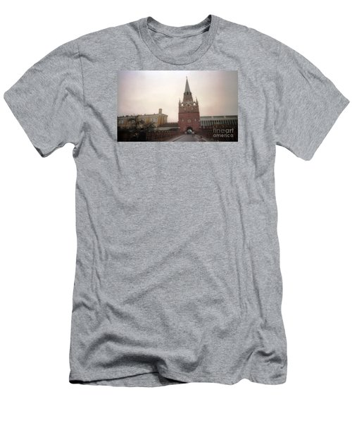 Russia Kremlin Entrance  Men's T-Shirt (Athletic Fit)