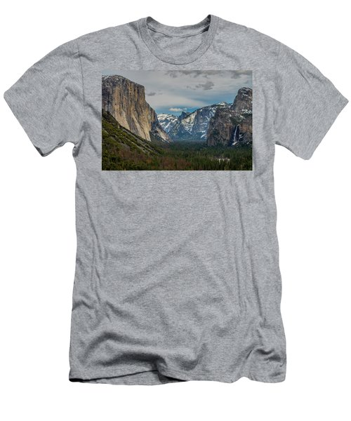 Smokey Yosemite Valley Men's T-Shirt (Athletic Fit)