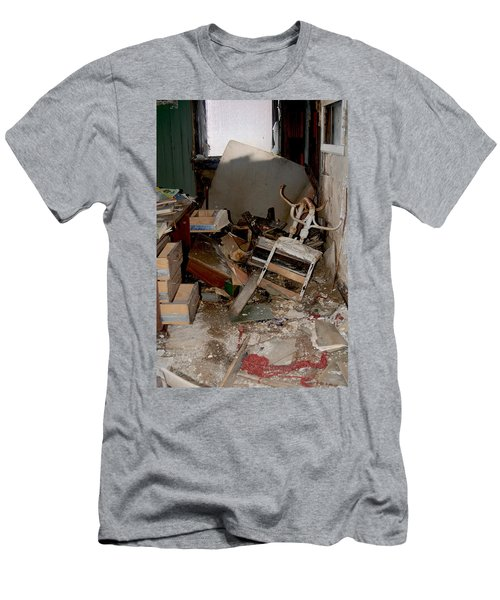 So Messy Men's T-Shirt (Athletic Fit)