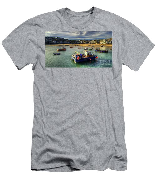 St Ives Harbour And Beach Men's T-Shirt (Athletic Fit)