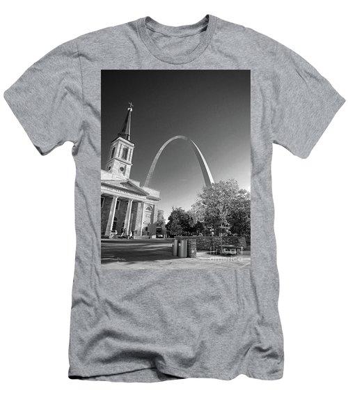 St. Louis Arch Men's T-Shirt (Athletic Fit)