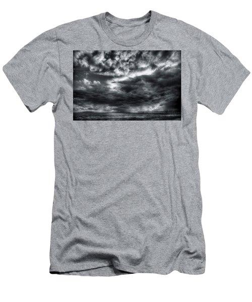 Storm Clouds Ventura Ca Pier Men's T-Shirt (Slim Fit)