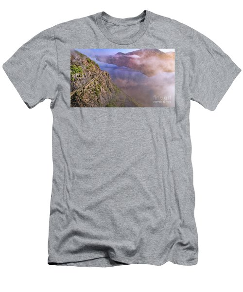 Storm King Highway Men's T-Shirt (Athletic Fit)