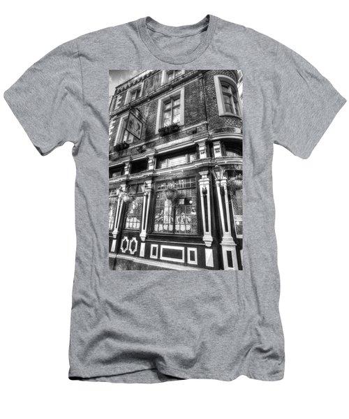 670ad29b7 The Cockpit Pub London Men's T-Shirt (Athletic Fit)