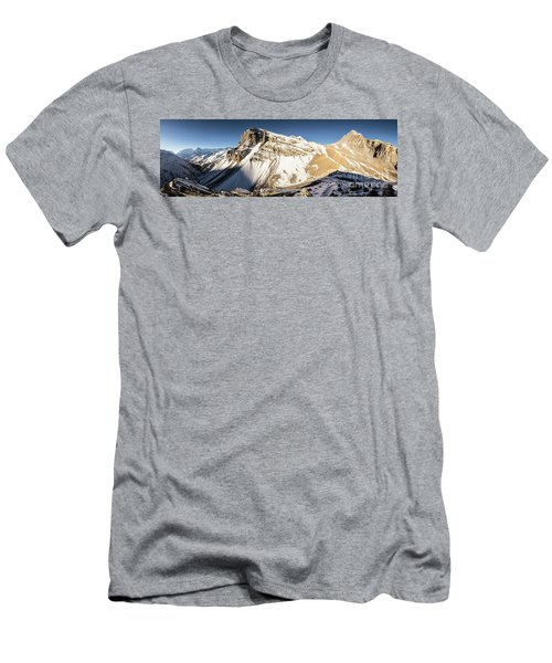 Thorung La Pass In The Annapurna Range In The Himalayas In Nepal Men's T-Shirt (Athletic Fit)