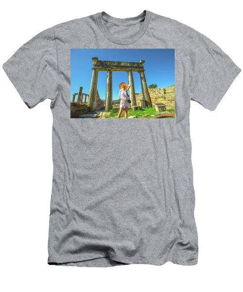 Tourist Traveler Photographer Men's T-Shirt (Athletic Fit)