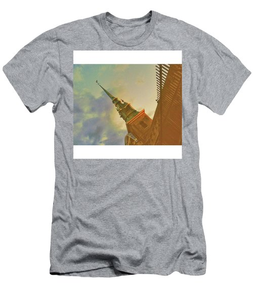•tower Hill Men's T-Shirt (Athletic Fit)