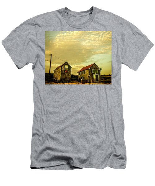 Truro Beach Houses Men's T-Shirt (Athletic Fit)