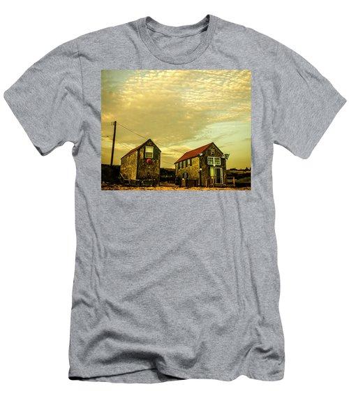 Truro Beach Houses Men's T-Shirt (Athletic Fit)