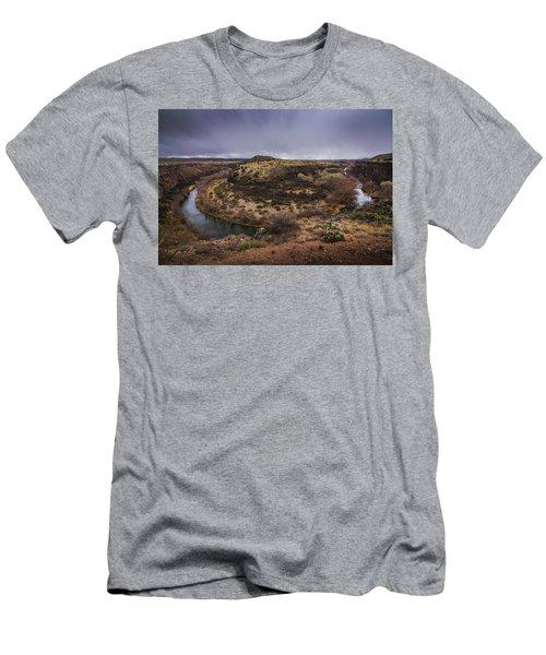Verde River Horseshoe Men's T-Shirt (Athletic Fit)