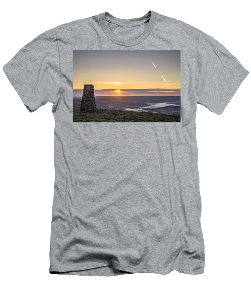 View Over The Hope Valley From Mam Tor At Dawn Men's T-Shirt (Athletic Fit)