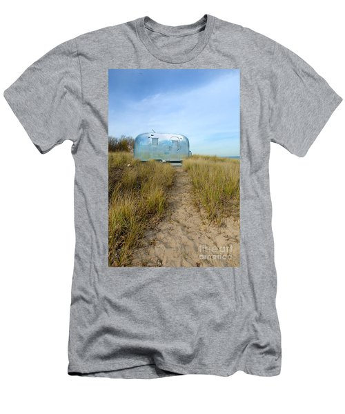 Vintage Camping Trailer Near The Sea Men's T-Shirt (Athletic Fit)
