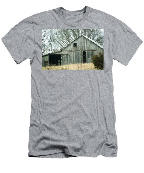 Weathered Barn In Winter Men's T-Shirt (Athletic Fit)