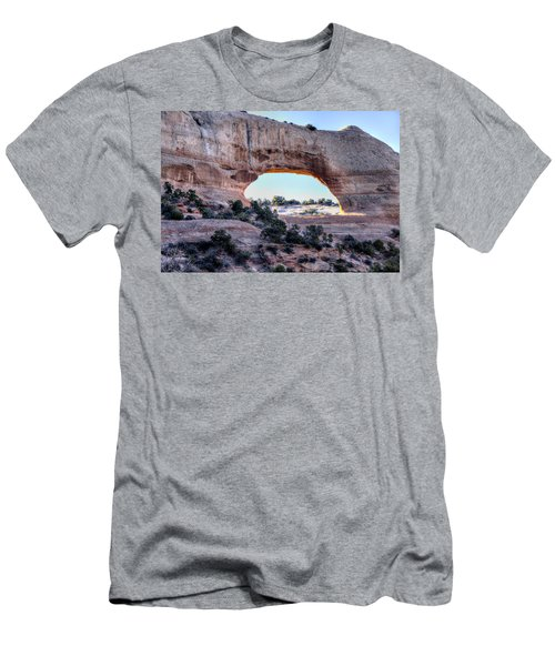 Wilson Arch In The Morning Men's T-Shirt (Slim Fit) by Alan Toepfer