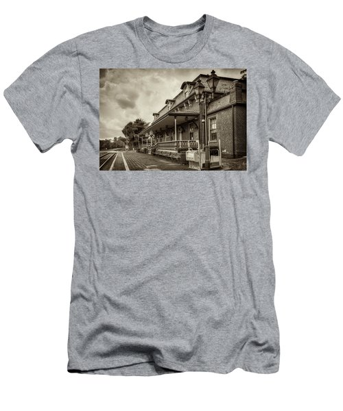 Windsor Railroad Station Men's T-Shirt (Athletic Fit)
