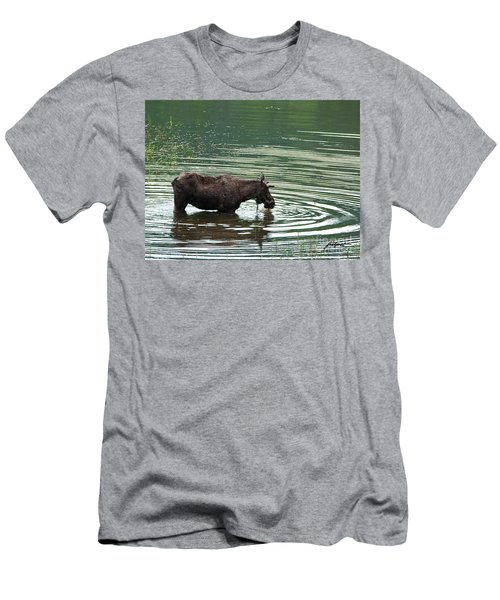 Young Moose In Pond Men's T-Shirt (Athletic Fit)