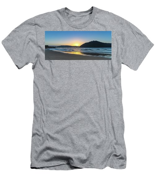 Hazy Sunrise Seascape Men's T-Shirt (Athletic Fit)