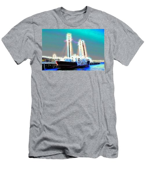 Cold Ghost Ship Men's T-Shirt (Athletic Fit)
