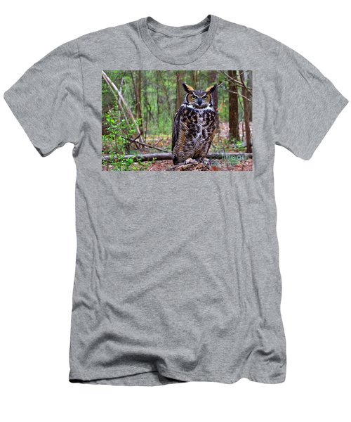 Great Horned Owl Standing On A Tree Log Men's T-Shirt (Athletic Fit)