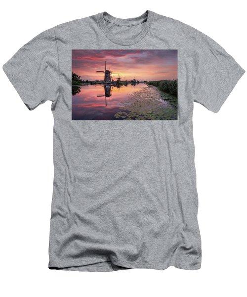 Kinderdijk Sunset Men's T-Shirt (Athletic Fit)