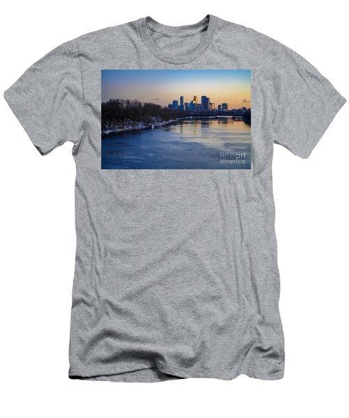 Minneapolis Skyline Men's T-Shirt (Athletic Fit)