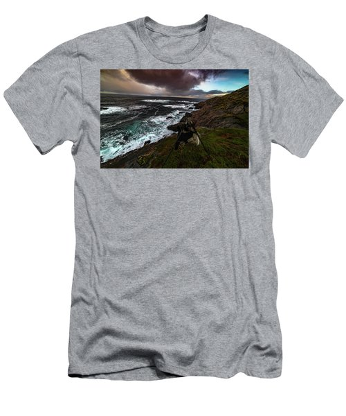 Photo Gear On Landscape Shot Men's T-Shirt (Athletic Fit)