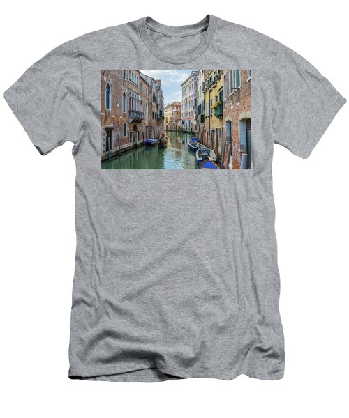 Gondolier On Canal Venice Italy Men's T-Shirt (Athletic Fit)
