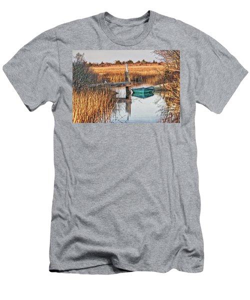 Poquoson Marsh Boat Men's T-Shirt (Athletic Fit)