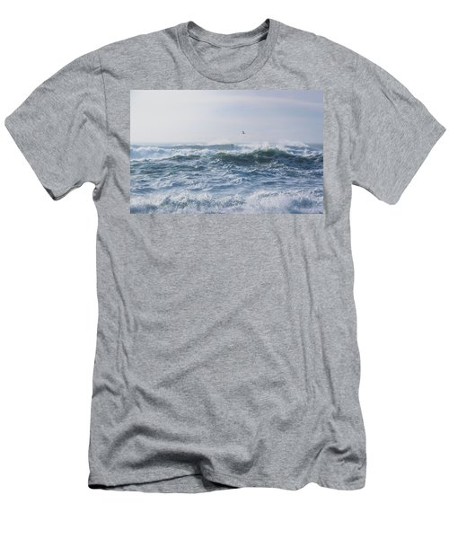 Reynisfjara Seagull Over Crashing Waves Men's T-Shirt (Athletic Fit)