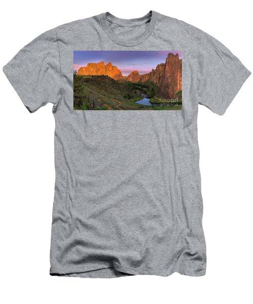 Smith Rock State Park, Oregon, Usa Men's T-Shirt (Athletic Fit)