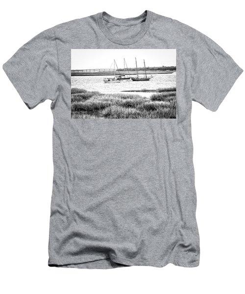 Winter Mooring - Beaufort River Men's T-Shirt (Athletic Fit)
